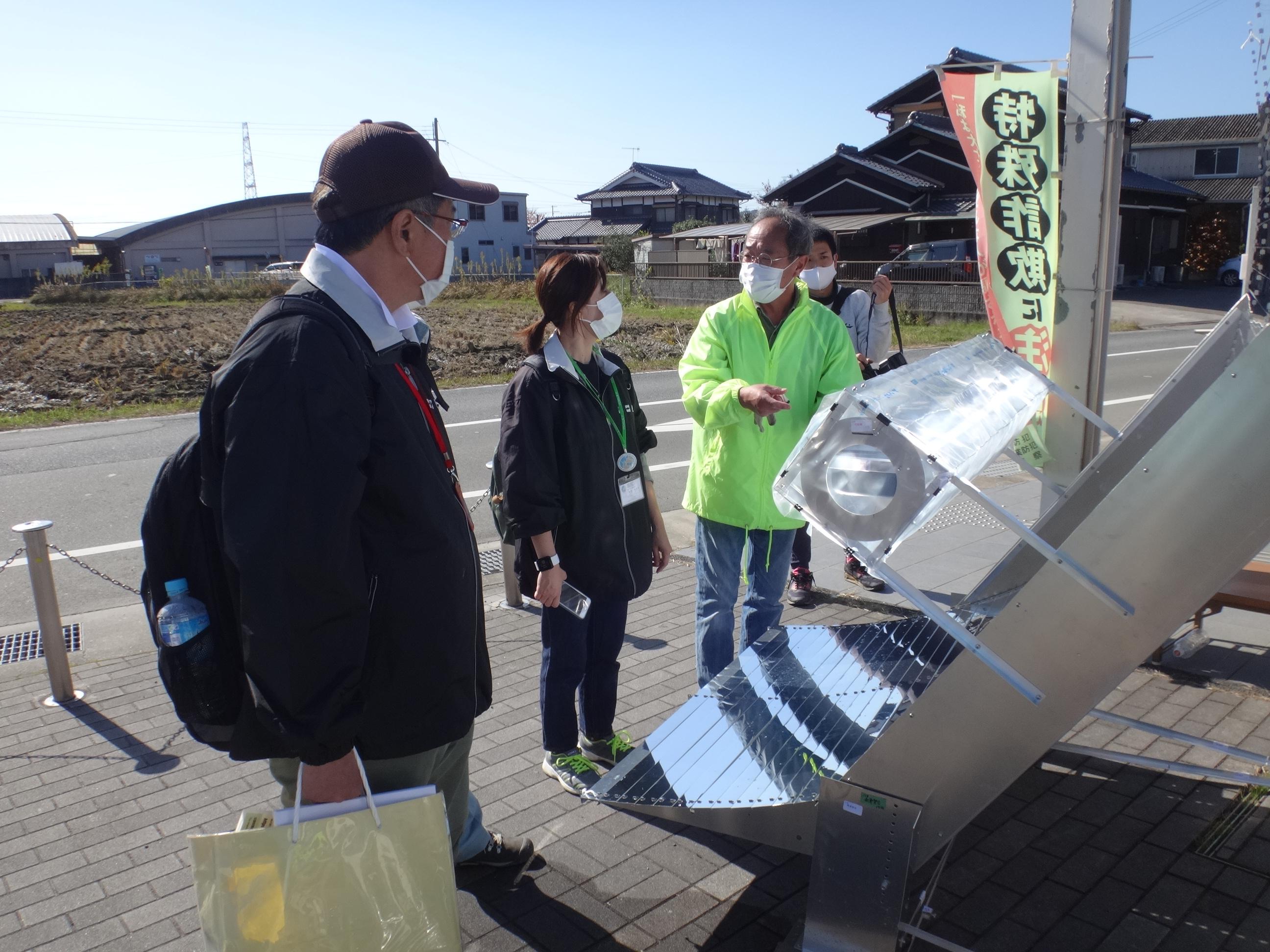 かいぼり終了後、公民館で太陽熱クッカー(代表:福寿さん)によるゆで卵を試食させていただきました。海外でも実演されているそうです。