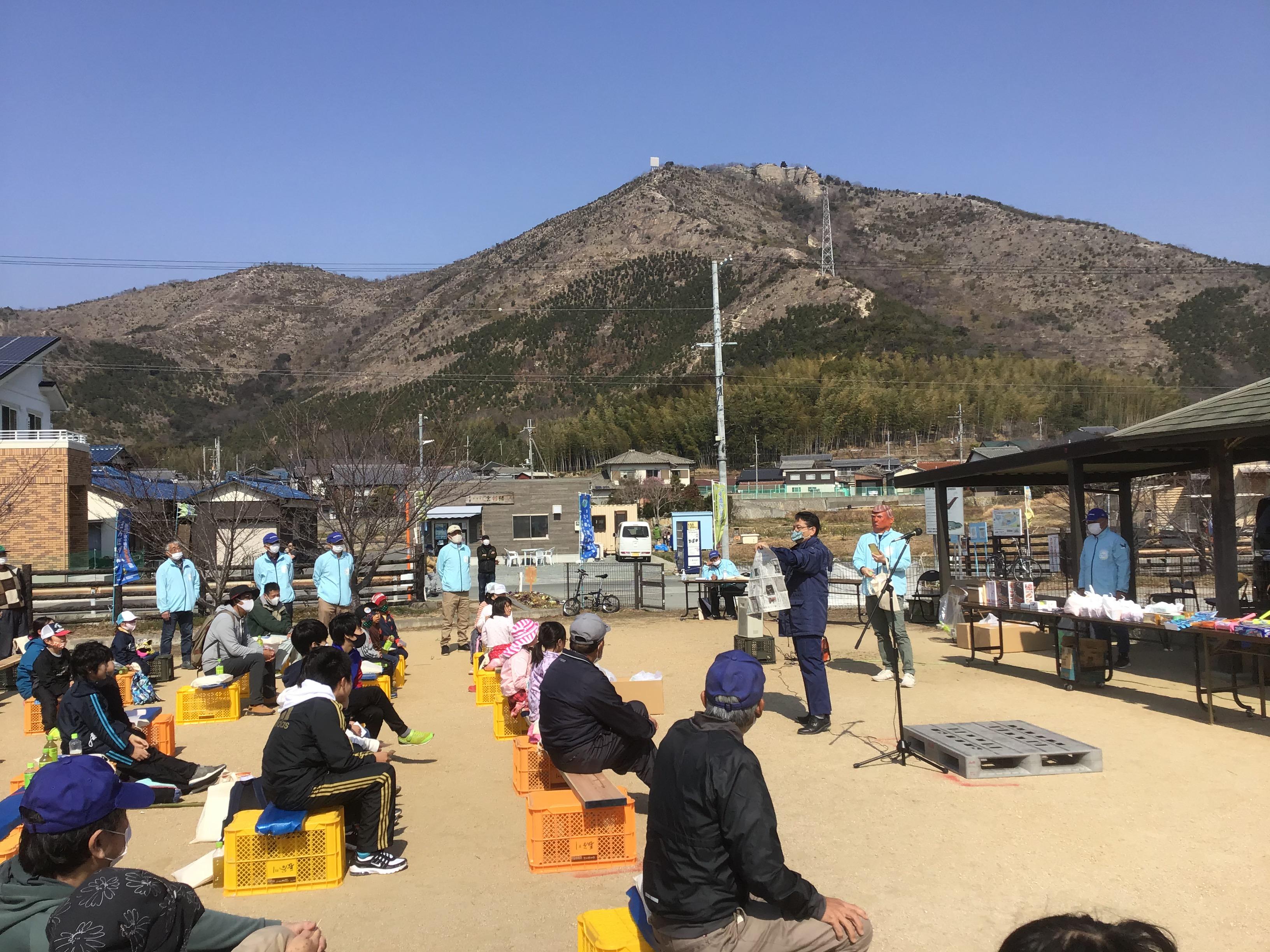 イベント恒例の伊藤東播磨県民局長の手品ショー。これが困ったことに場が盛り上がるだなぁ。