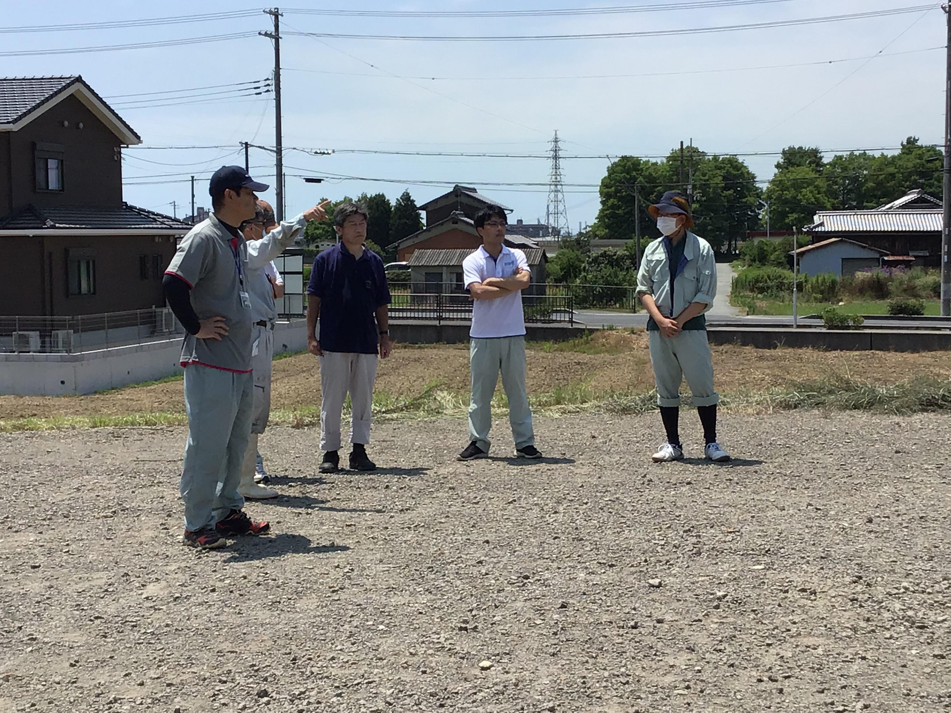 左から東播磨県民局長谷坂班長、エコロジー研究所丸井代表、加古川流域土地改良事務所の方々(尾崎課長補佐、勝治さん、喜田さん、写ってませんが朝比奈課長)お疲れ様でした。
