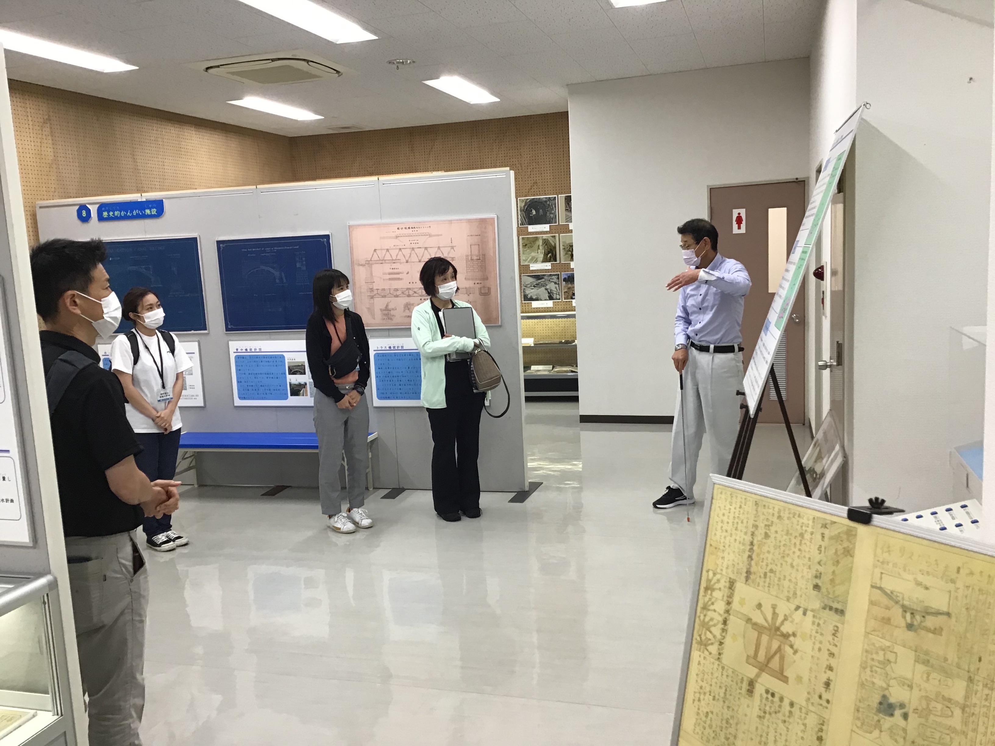井澤弘昌氏に淡山疏水・東播用水の歴史について説明していただきました。