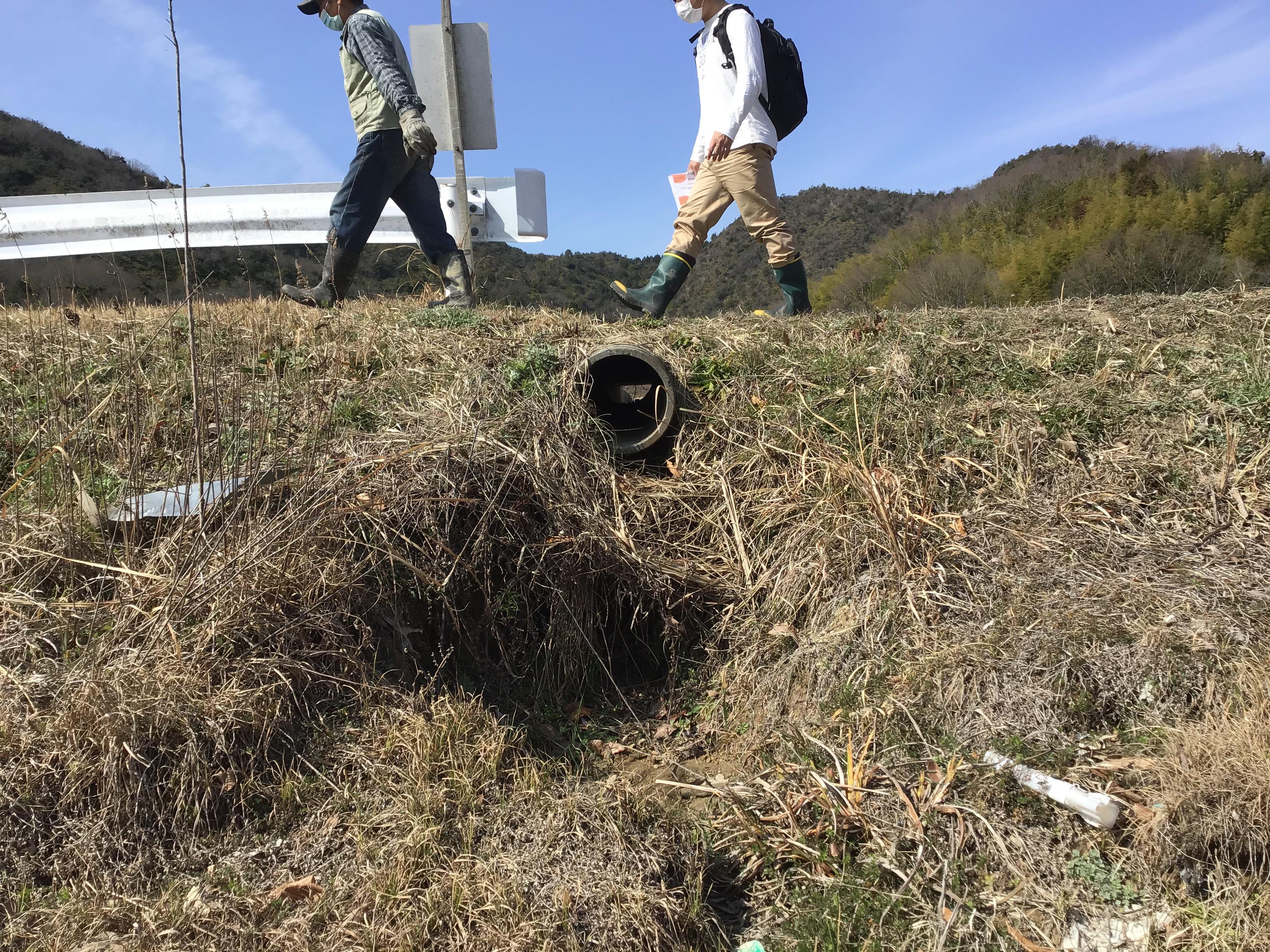田から池への排水管部
