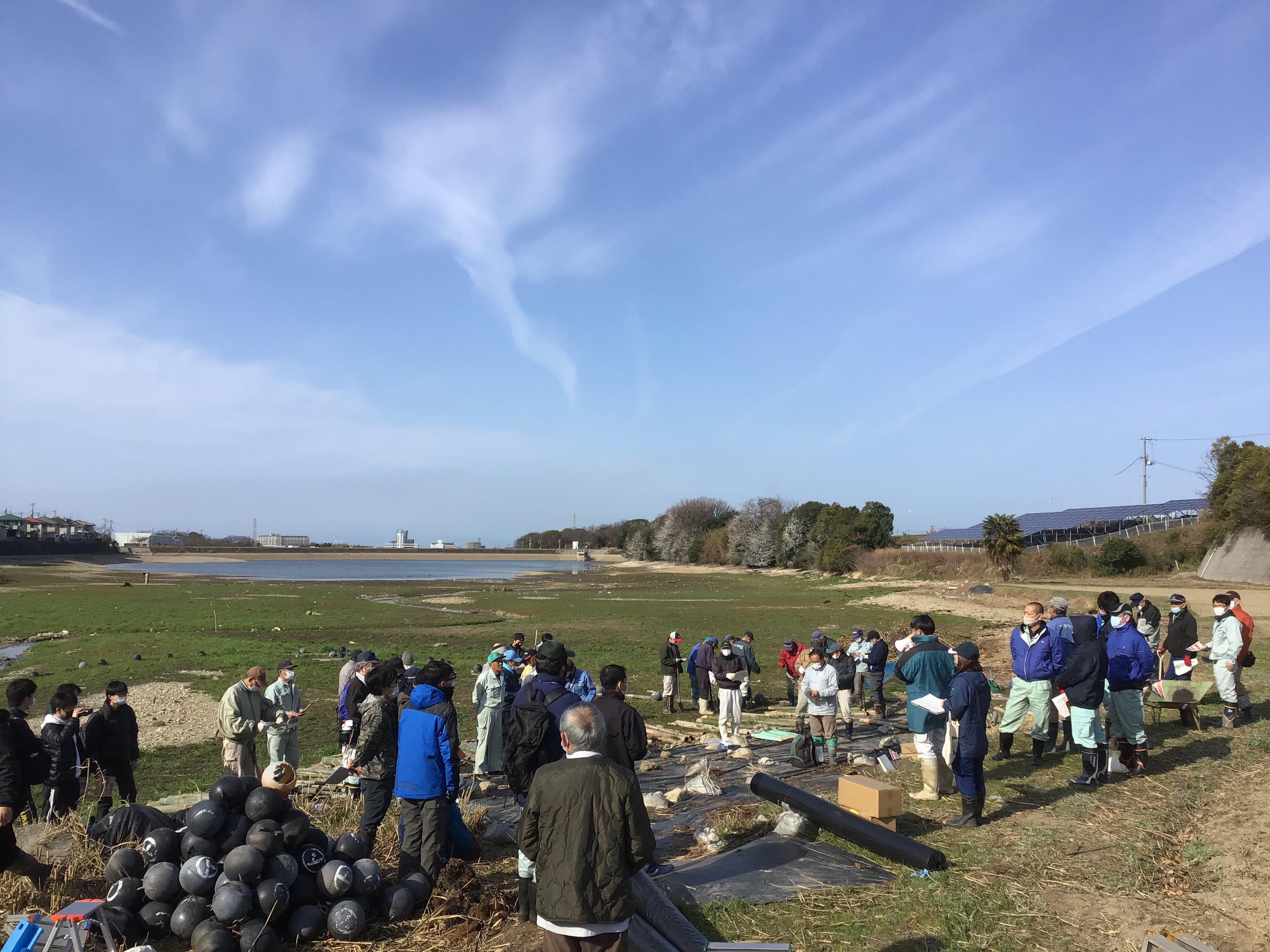 総勢70名参加。背景の寛政池は寛政12年(1800)完成。駄洒落ですが(笑)。江井島も水利権があるらしいです。