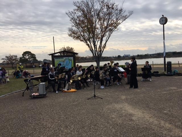 稲美中学生と町吹奏楽団の演奏応援あり。