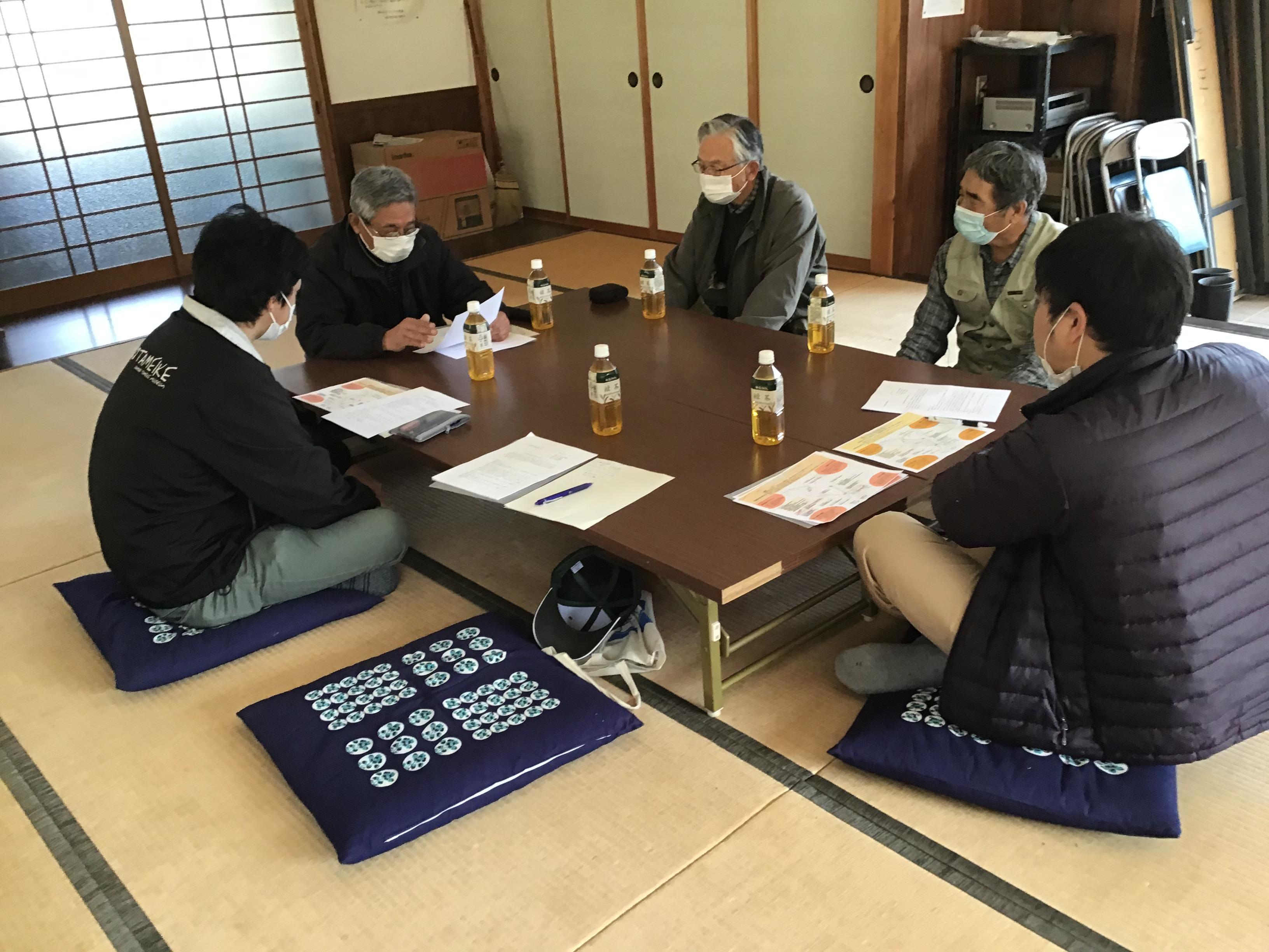 向かって左から野村班長、北本代表、北本副代表、三輪役員、柴崎先生(於:原新田公民館)