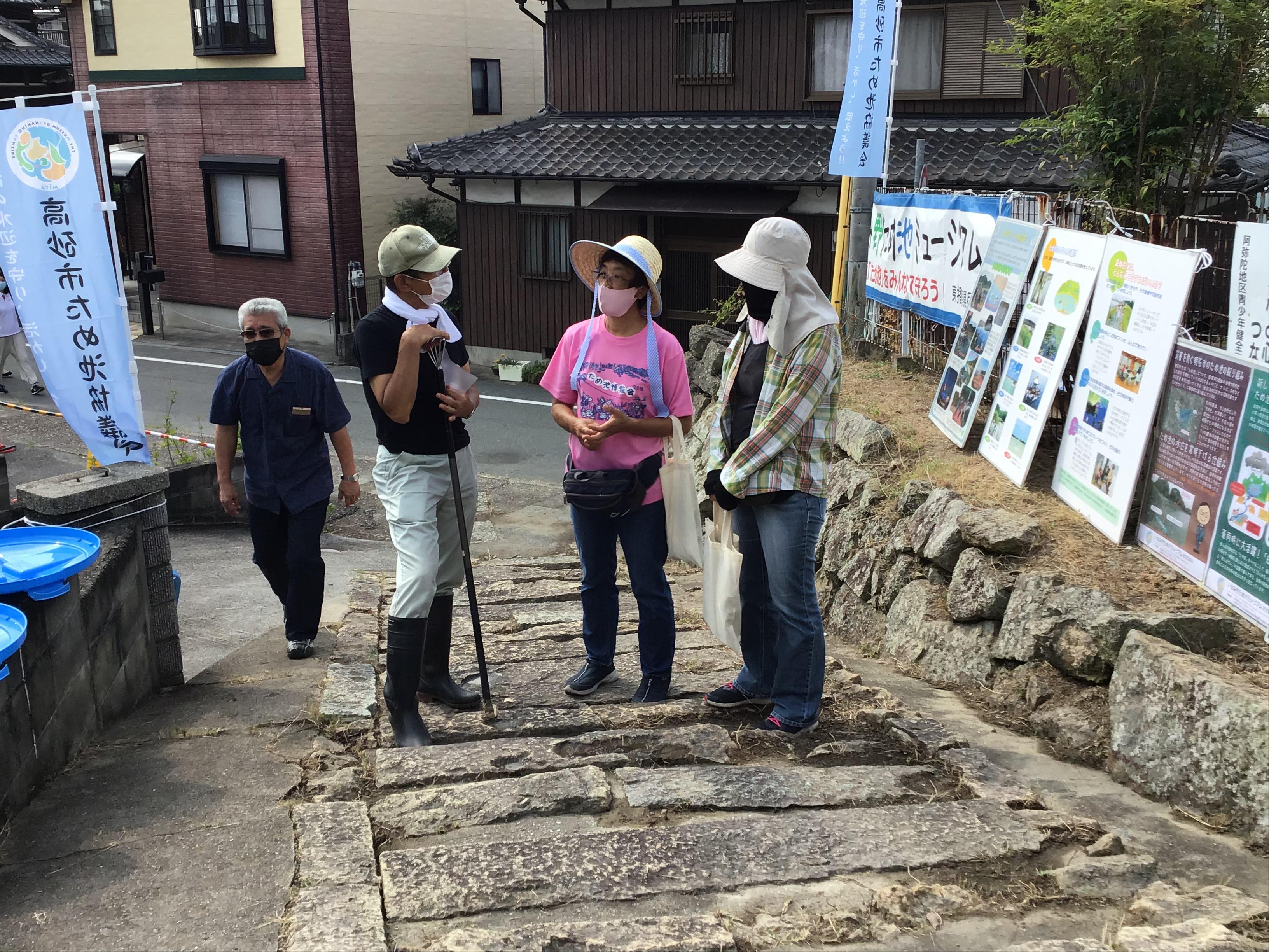 中央は、和亀保護の会の西堀智子代表と友人の久米さん。二人とも大阪堺市から来て頂きました。左は松本修二氏