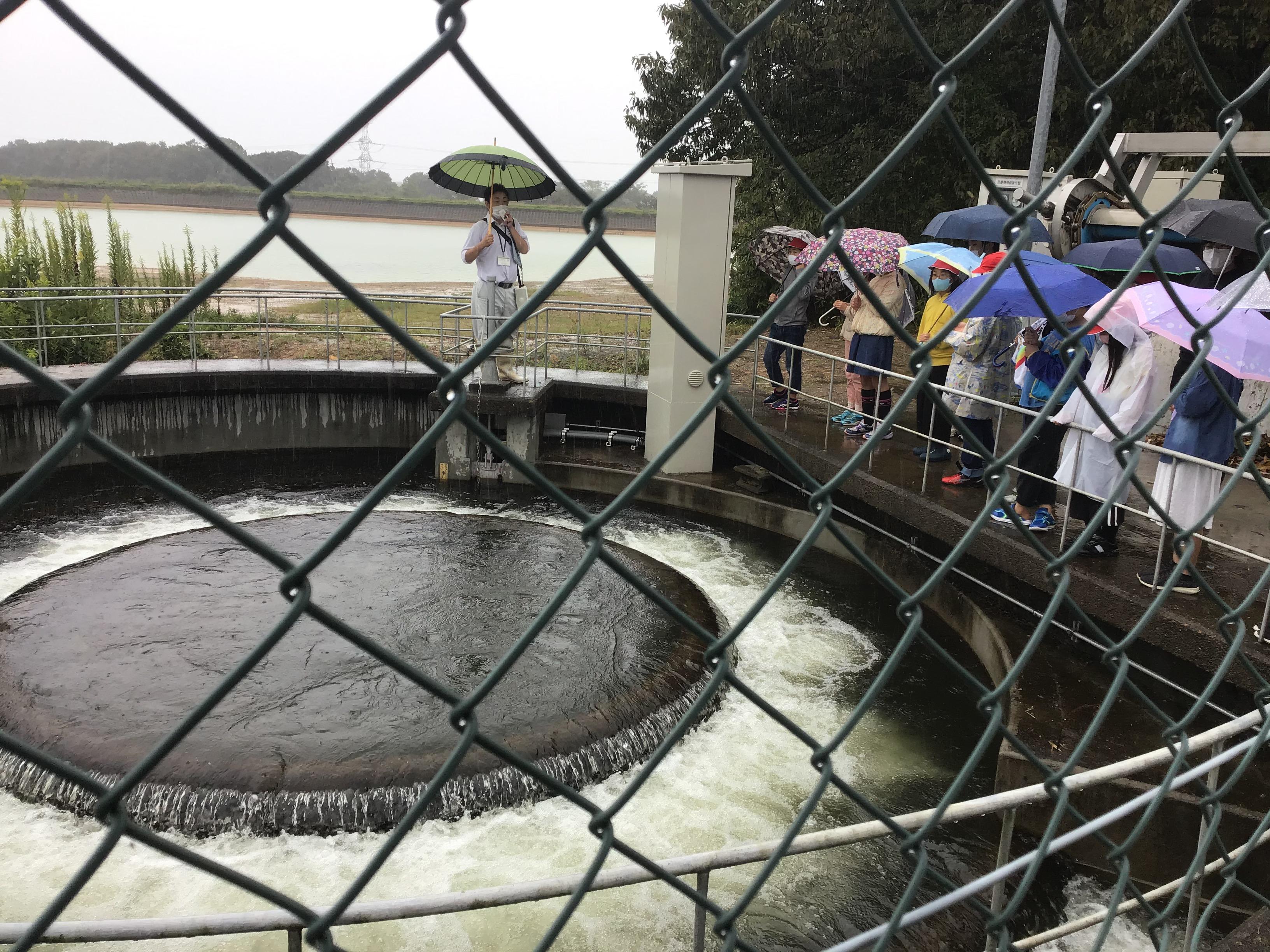 雨が降ったこともあり老ノ口分水所では湧き出す様に水が出て神出町や岩岡町まで送水することやゴミを揚げる除塵機も作動してくれました。