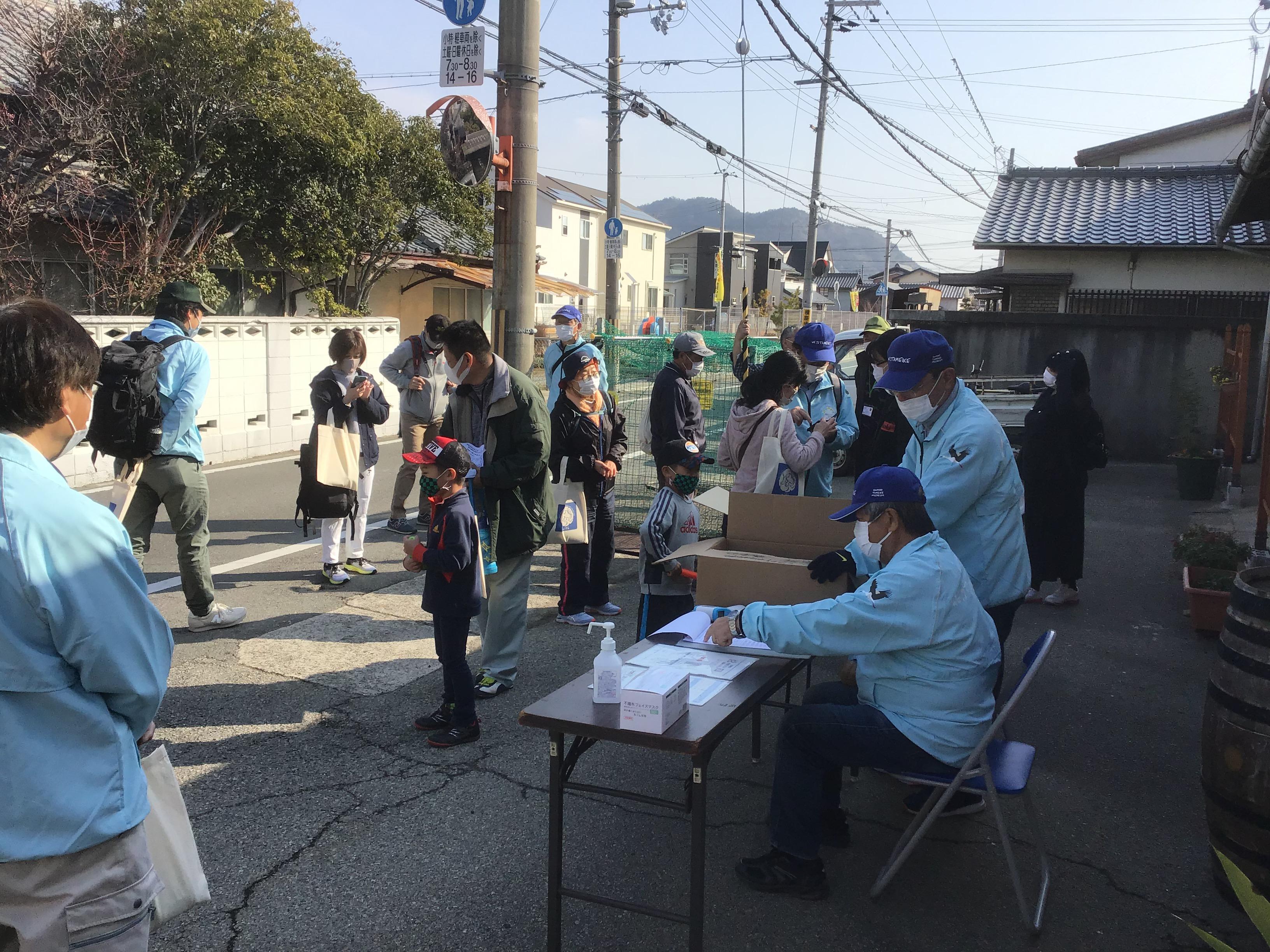 JR曽根駅から旧街道を東へ歩き、中西公民館(旧阿弥陀小学校南側)で受付。