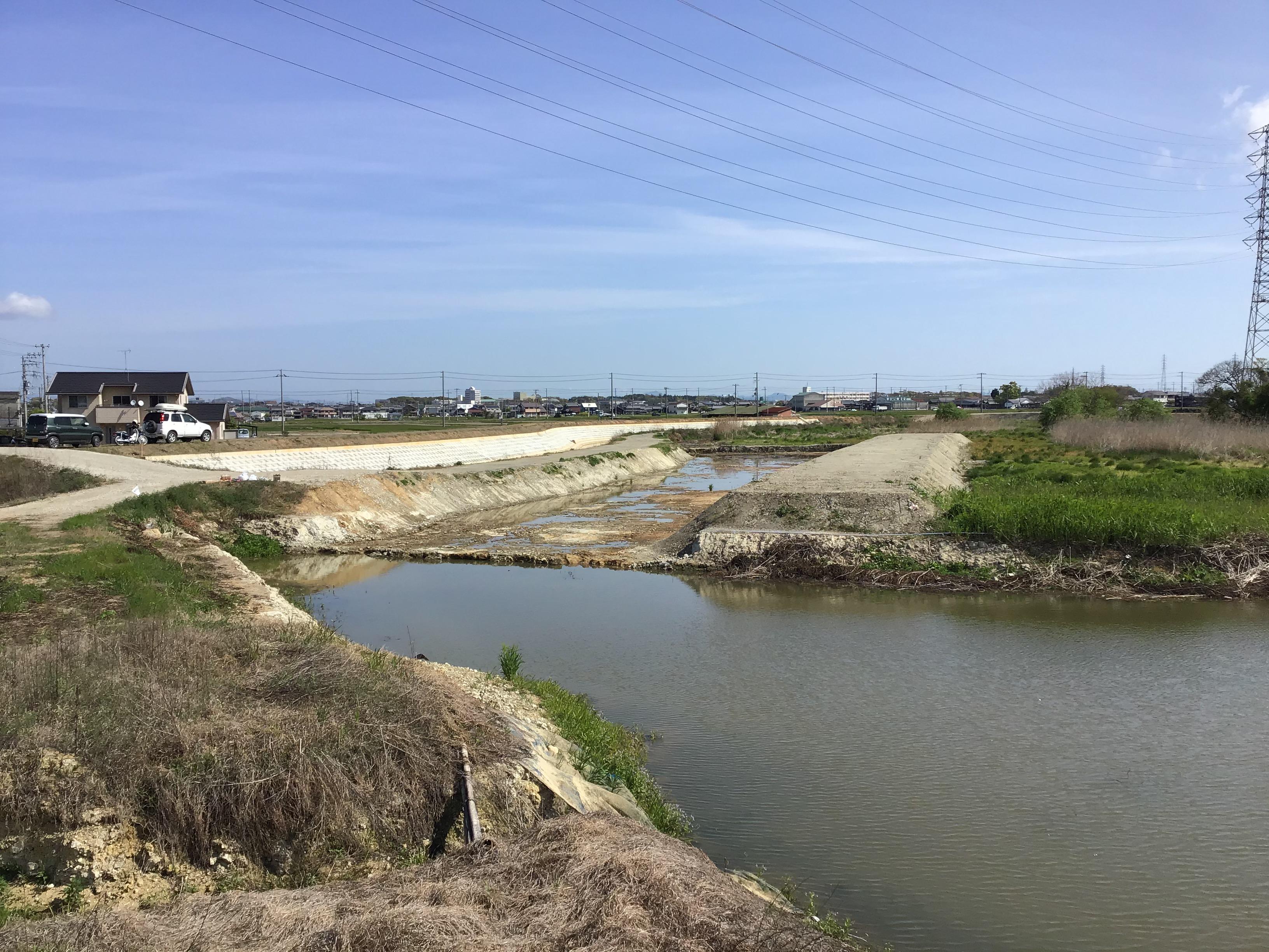 利水シート設置予定箇所(左側:仮設道左岸、右側:副堤右岸)