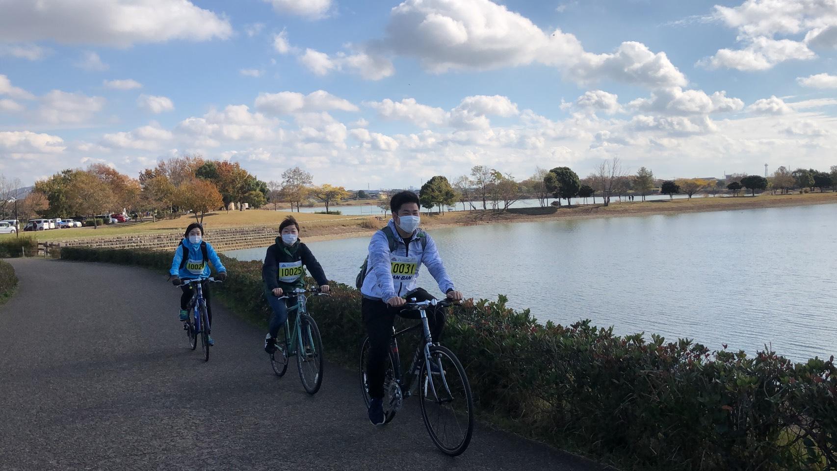 サイクリングもOK。風を切って景色が後方に飛んでいく。気持ちいい。(ただし、寺田池周遊は乗らずに押してね。)